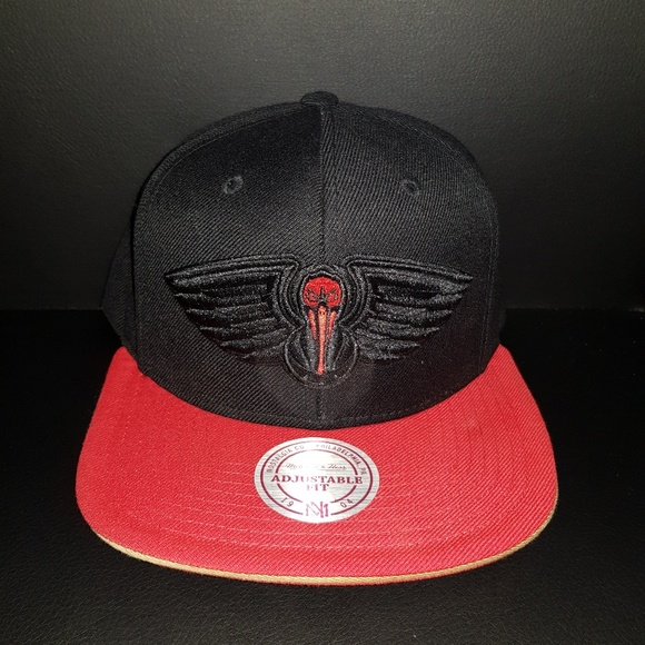 purchase cheap 4a52f abf2f New Orleans Pelicans Snapback. NWT. Mitchell   Ness